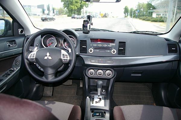 Tests: Mitsubishi Lancer 1.8 CVT