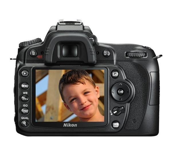 Nikon D90 piedāvā taisīt kino