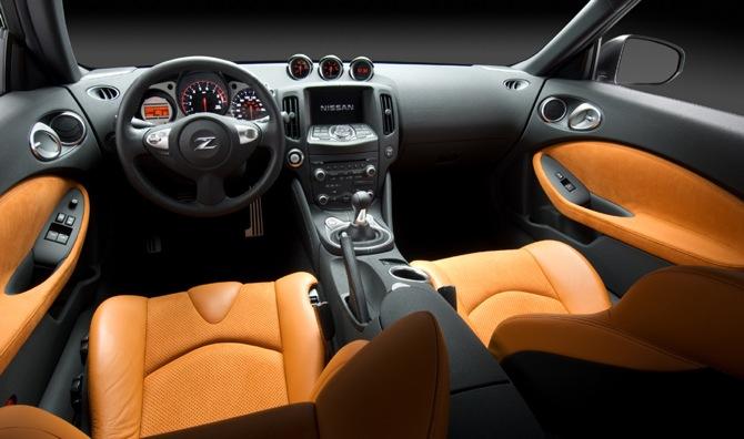 Nissan 370z tuvojas