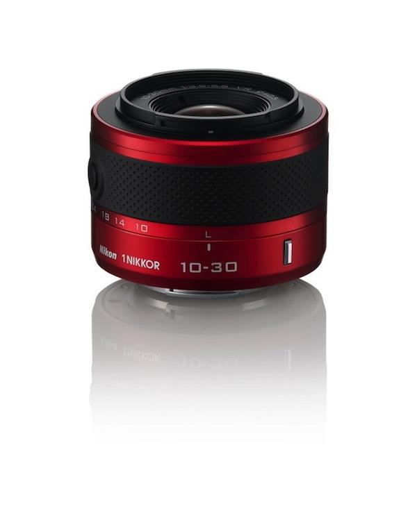 Nikon to dara citādāk [prezentē maināmo objektīvu kompaktkameras J1 un V1]