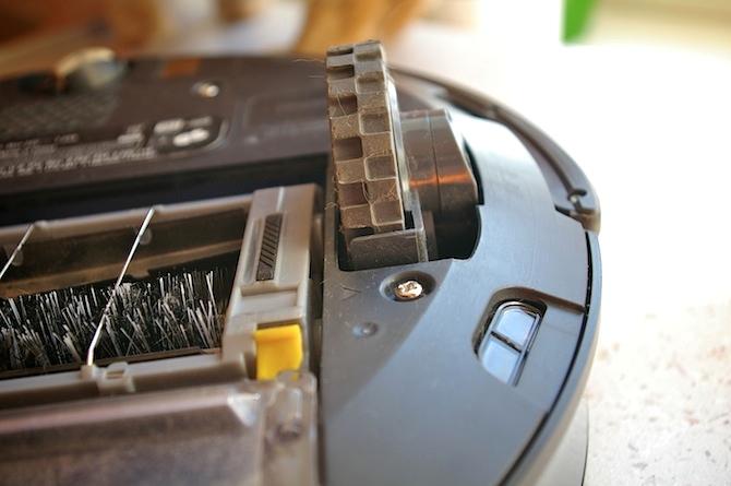 Tests: putekļsūcējs-robots iRobot Roomba 770
