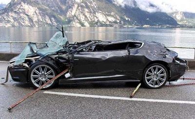 Bonds atkal sasit Aston Martin