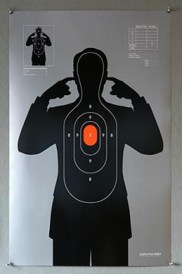 (Pret)šaušanas plakāts
