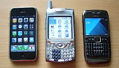 Tests: Nokia E71 (pret iPhone)