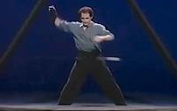 Fantastiski neticami skaistā žonglēšana trīsstūrī