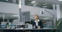 Neelektriskie purkšķinātāji [divas vienādas reklāmas]