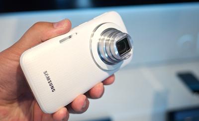 Latvijā ieradies foto-telefons Samsung Galaxy K zoom