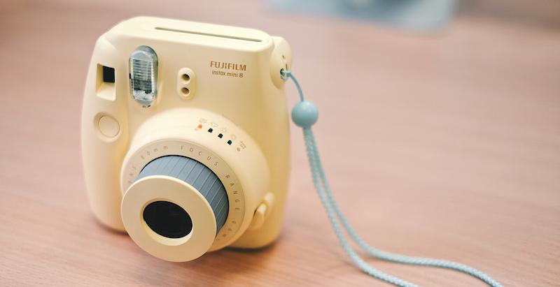 Apskats: Fuji Instax - ballīšu fotokamera
